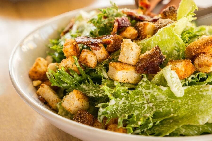 caesar salad carbs calories