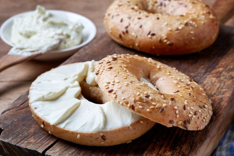 cream cheese with bagel calories