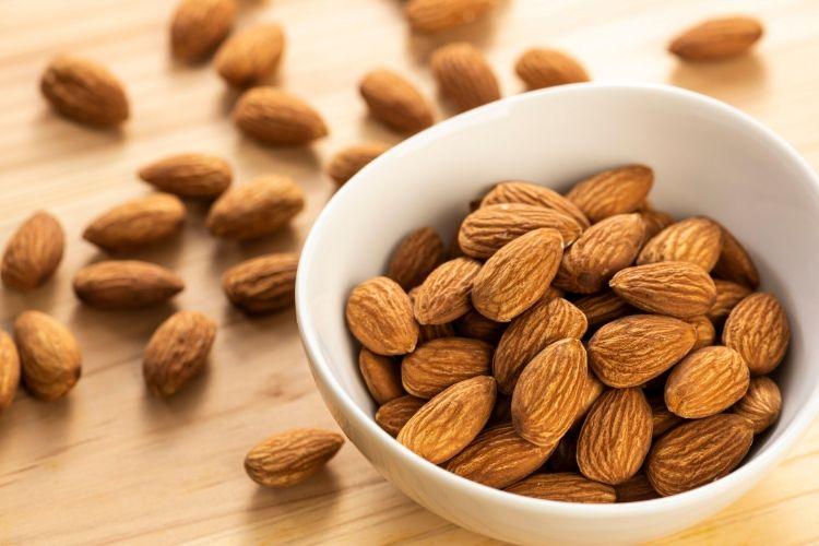 almonds carbs
